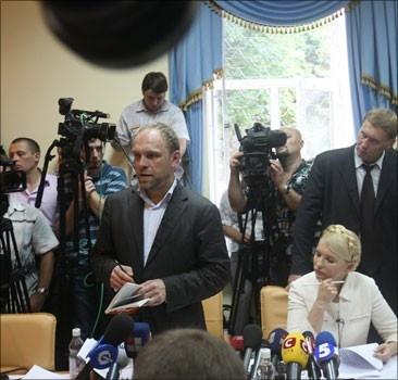 Сначала журналистам разрешали транслюцию из зала суда. Фото БЮТ