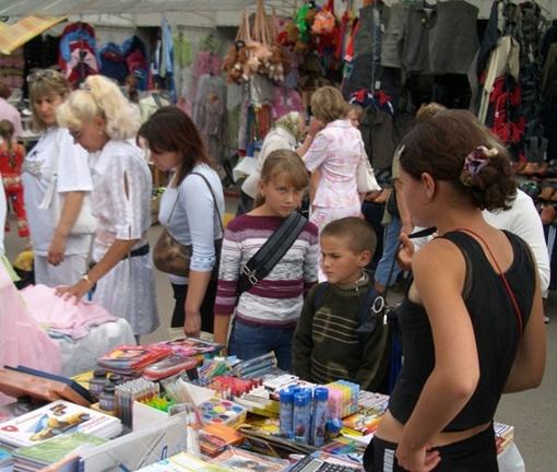 От разнообразия школьной формы на рынке и в магазинах просто глаза разбегаются.