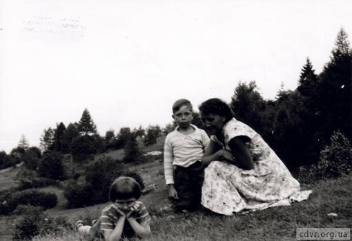 Архивные фото семьи с сайта cdvr.org.ua