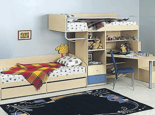 Лучший вариант для детской комнаты на двоих - трансформирующаяся мебель. Это многофункциональные конструкции, состоящие из двухъярусных кроваток, лесенок, шкафчиков, полочек, тумбочек и столов.