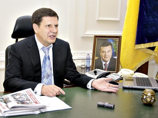 На зарплату одесского мэра влияет надбавка за стаж и звания.