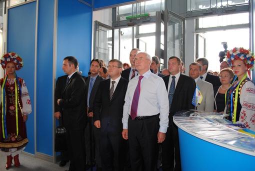 Заглянул в наши павильоны и премьер-министр Украины Николай Азаров.