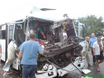 Количество пострадавших в аварии продолжает расти.