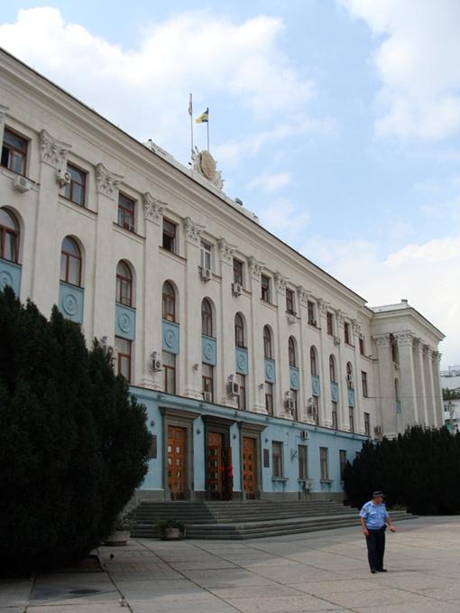 В Крыму не стали из-за траура по Джарты приспускать флаги фото