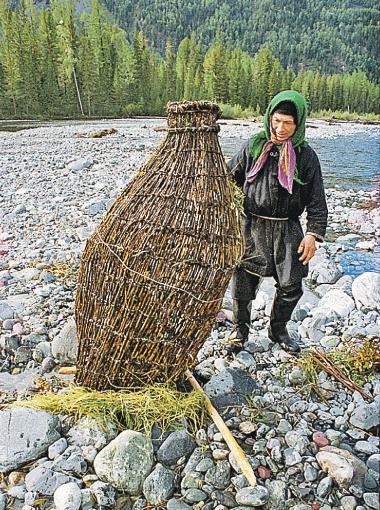 Установка ловушки для рыбы.