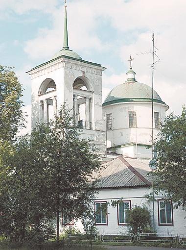 Одна из легендарных церквей города - Покровская.
