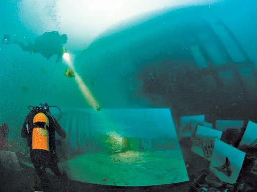 Авторы рисовали на глубине 12 метров. А поскольку видимость там не ахти, использовали наброски, сделанные заранее.