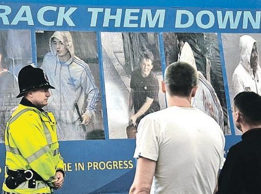 В Манчестере полиция вывесила на улицах плакаты с фотографиями погромщиков и призывом