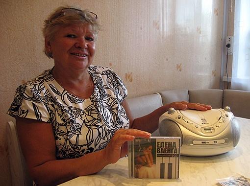 Анна Агаркова без ума от творчества своей бывшей ученицы. Фото Елены Зайцевой.