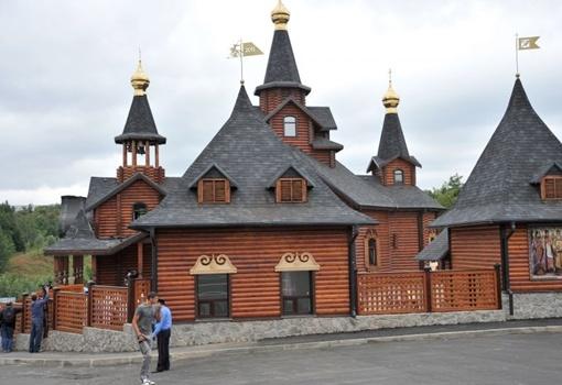 Деревянный храм в Саржином Яру вырос на глазах. Фото с официального сайта Харьковского горсовета