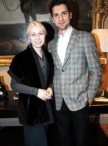 Анна Абрамович с бывшим женихом Николаем Лазаревым. Собравшись на свидание с бойфрендом, девушка почему-то нарядилась в