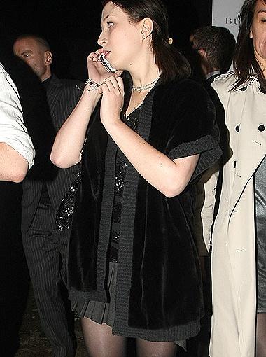 Желание одеться во все темное объясняется стремлением казаться стройнее... Фото All Over Press.