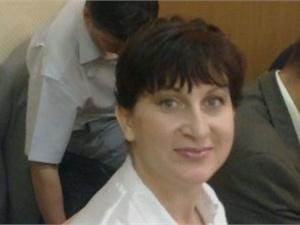 Лилия Фролова на одно из заседаний пришла с косой на голове. Фото: Виктор Уколов, Facebook.