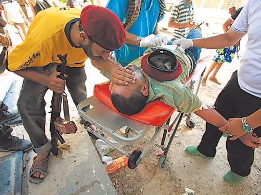 Беженцев, возвращающихся из Туниса домой, не пугают сообщения о жертвах бомбардировок НАТО.