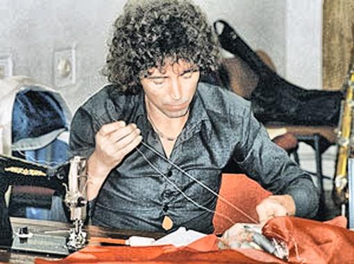 Леонтьев никогда не брезговал иголками и швейными машинками. Хочешь хорошо одеваться - одень себя сам!
