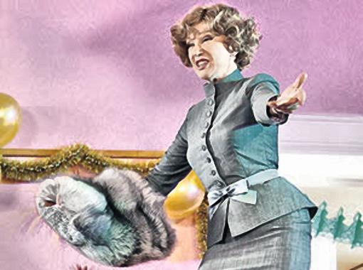 Людмила Марковна гордилась тем, что таких нарядов, как у нее, больше ни у кого нет.