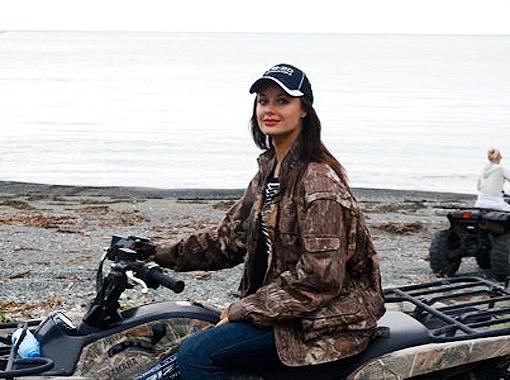 Оксана Федорова лихо рулила квадроциклом!Красавицы могут все! Фото из архива теледивы.