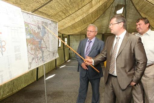 Губернатор заверил министра, что первая очередь дороги будет готова в ноябре.