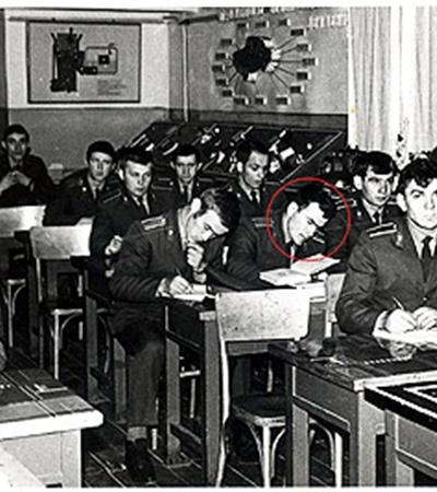 Малоизвестное фото 1977 года. В Донецкой школе милиции курсант Пукач учился приемам маскировки и конспирации, которые помогли ему потом скрываться от закона.