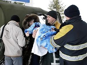 Николай Гапий откопал из снега молодую семью с двухмесячной дочкой, которых завалило в машине на трассе.