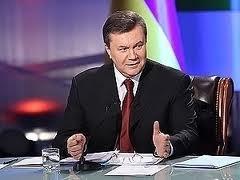 Янукович амнистировал 10 тысяч преступников.