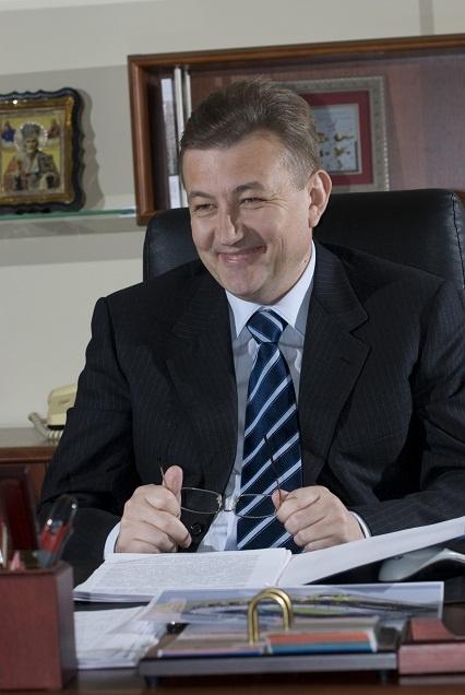 Сын Сергея Чернова Дмитрий работает в коммерческой структуре.
