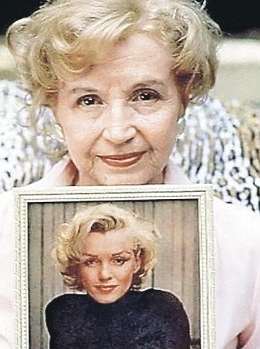 Это сестра Монро Бернис в 90 лет.