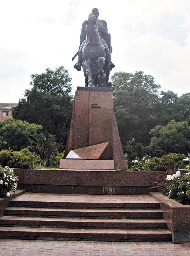 Теперь в центре Тернополя стоит конный памятник Данилу Галицкому. В этом городе легендарный князь, как и Ленин, не бывал никогда.