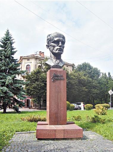 Бывший Ленин. После мытарств по задворкам музеев и ведомственных зданий его переплавили на бюст Ярослава Стецько.