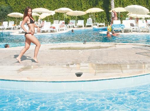 Отдых в недорогих отелях Египта или Турции из мечты стал реальностью.