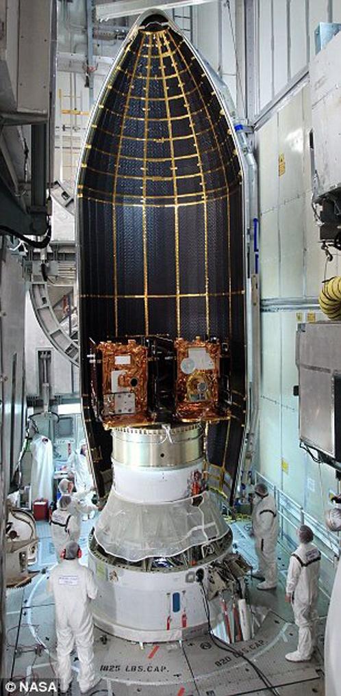 Аппараты для поиска лунных аномалий загружают в носитель.