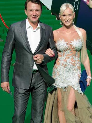 В июле Алиса Крылова засветилась на Московском кинофестивале в компании актера Марата Башарова. Фото Милы Стриж.