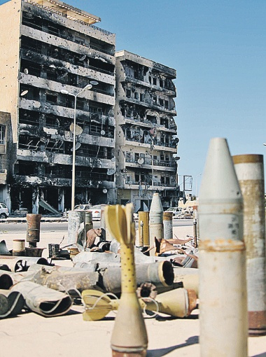 Мисурата стала ливийским Сталинградом. В уличном музее выставлены обломки снарядов и бомб, обрушенных на город.