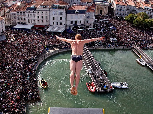 Клиффдайвинг: до воды лететь 25 метров…  Фото с сайта www.redbull.com.
