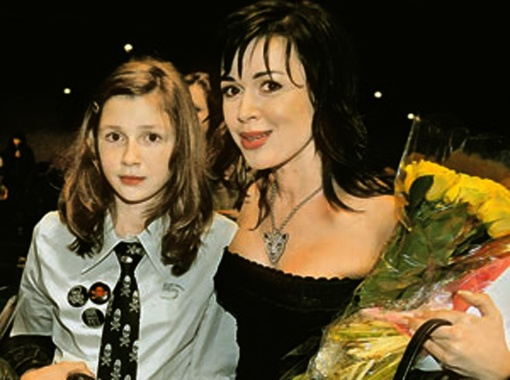 Анастасия Заворотнюк проводила дочку Аню на учебу в Лондон. Фото ИТАР-ТАСС.