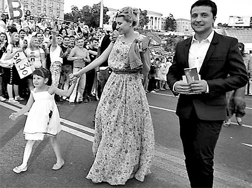 Ради первого звонка дочери Зеленский на полдня прилетит в Киев из Москвы.