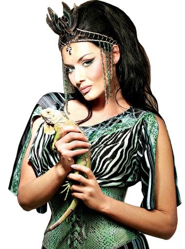 Диана Дорожкина: - Игуану зовут Феликс. Он умеет потешно закатывать от удовольствия глаза, когда его гладят.