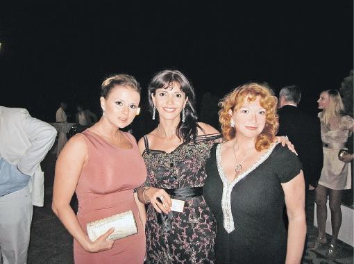 Слева направо: Анна Семенович, Варда Арзаканцян, Елена Жоли.