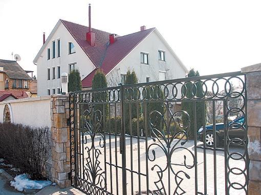 В доме мэра в Конче-Заспе сейчас живет его теща.
