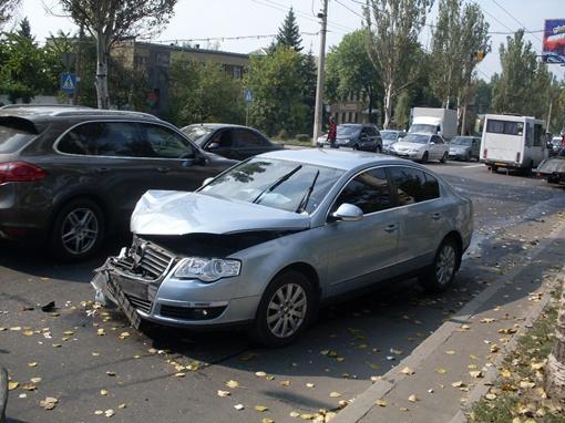 Удар был такой силы, что машины раскидало в разные стороны. Фото: КП.
