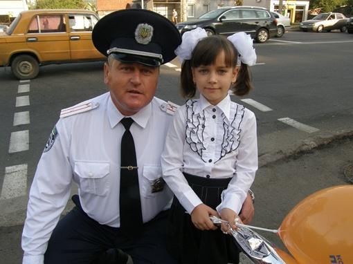 Олег Никоненко напомнил Соне Толкач азы безопасности. Фото автора.