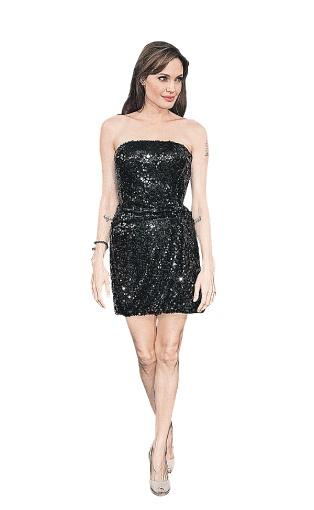 Анджелина Джоли сочетает маленькое черное платье с бежевыми туфельками