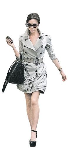 Виктория Бэкхем демонстрирует, как нужно стильно носить тренчкот…