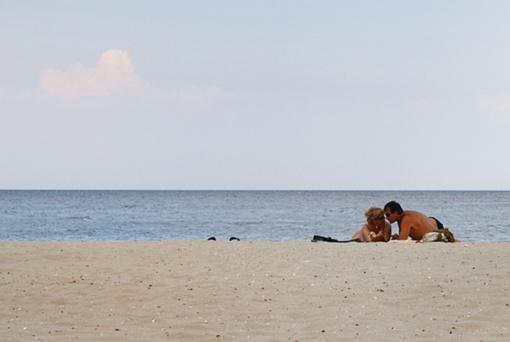 Потом устроились на пляже... Фото: mediananny.com