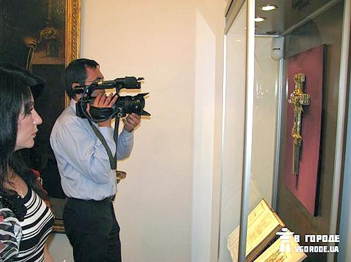 Крест Марка Печерского – самый ценный экспонат нового музея. Фото автора.