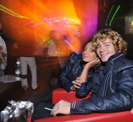 Саша привел любимую на концерт для людей с нетрадиционной сексуальной ориентацией. Фото tochka.net.