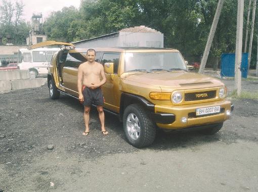 На счету Артура Тимофеева уже около сорока лимузинов разных моделей и цветов.