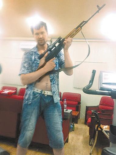 Друзья Максима Шадрова утверждают: он профессионально занимался единоборствами и стрельбой.