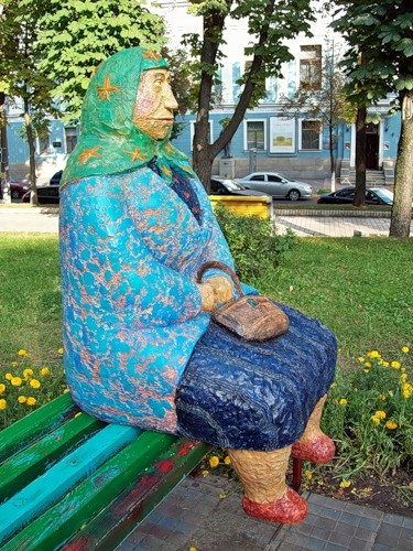 Такая пенсионерка есть, пожалуй, в каждом украинском дворе.