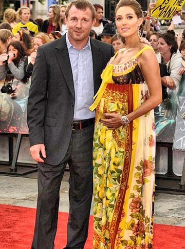 Отношения с Джеки - первые серьезные для режиссера со времен развода Ричи и Мадонны. Фото DailyMail.
